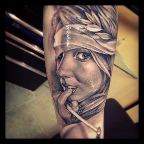 tatuagem-feminina-rosto-feminino-na-perna-perfeito