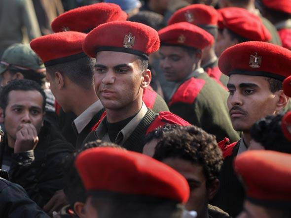 size_590_exercito-egito-tahrir