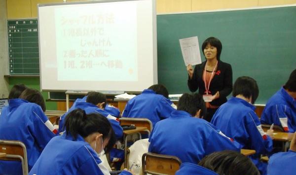 Professores-japoneses-em-sala-de-aula-Imagem-Reproducao-YouTube