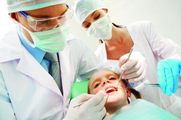 criança-no-dentista-1024-605x403