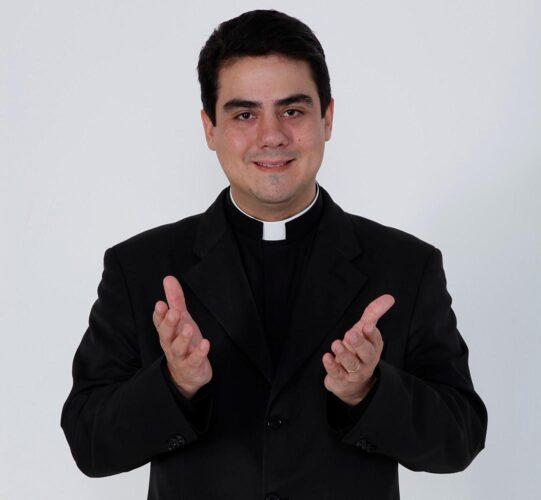padre_robson_trindade