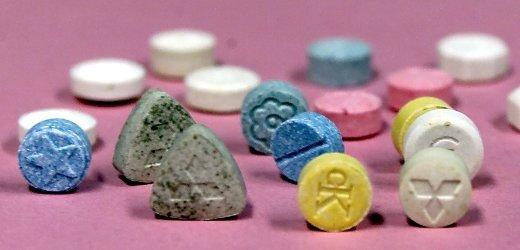 Ecstasy-Tabletten aus dem Bestand des Bundeskriminalamt (BKA) in Wiesbaden (Foto vom 05.10.00). Das BKA ist eine deutsche kriminalpolizeiliche Zentralstelle, die als Bundesbehoerde die Aufgabe hat, die Zusammenarbeit im Rahmen der nationalen wie internationalen Verbrecherbekaempfung sicherzustellen.  Foto: Katja Lenz/ ddp *** Local Caption *** 00046567