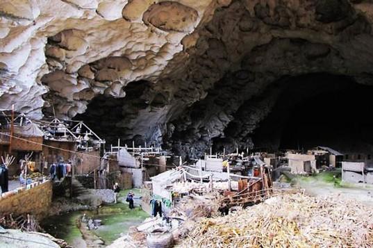 Tajing-Caves-Getu-River-National-Park-1-537x357