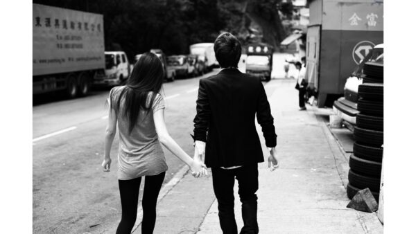 8738-romantic-boy-girl-holding-hands-hd-wallpaper