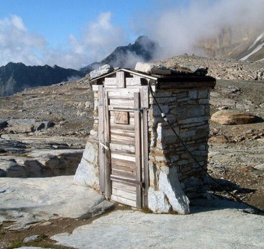 Loetschenpass-hutte-e1323687056435