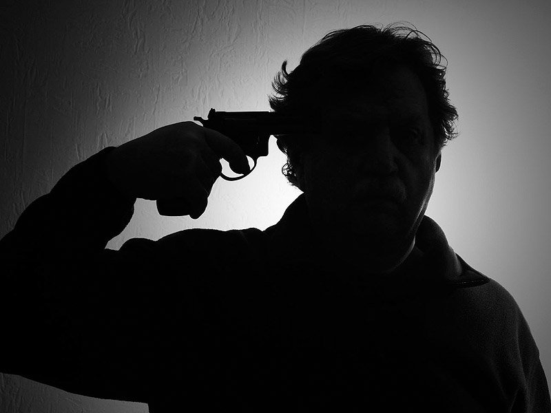 am_140326_gun_suicide_silhouette_800x600