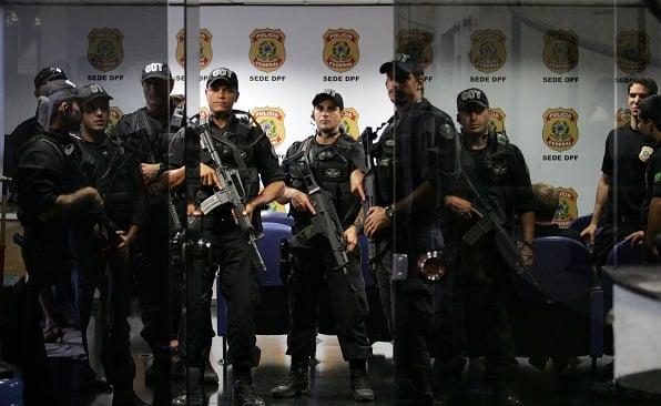 ADPOLICIA962  BSB - 26/03/2009 - LULA / PF 65 ANOS - NACIONAL ? Agentes do COT da Policia Federal  ocupam a sala de imprensa da PF durante cerimonia de comemoração dos 65 anos da Policia Federal, na sede da PF,  em Brasilia. FOTO: ANDRE DUSEK/AE