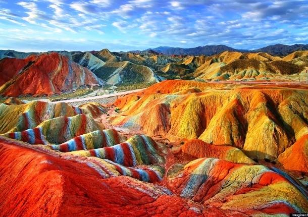 17-danxia-rainbow-colored-mountains-china-woe1-610x430
