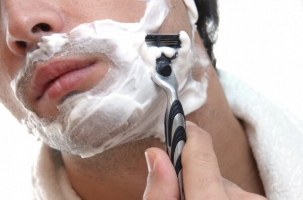 Diferença-entre-espuma-e-gel-de-barbear-HQSC-2