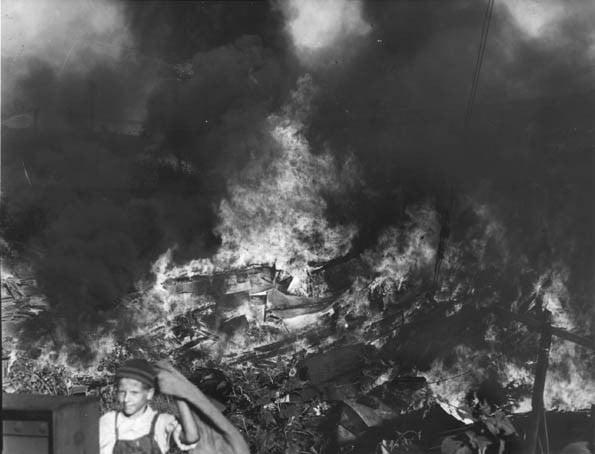 Fogo-em-Shantyville-Kingsbury-Run.-Foto-de-1938-The-Cleveland-Press-Collection-Eliot-Ness-queimou-para-que-não-houvesse-mais-mortes