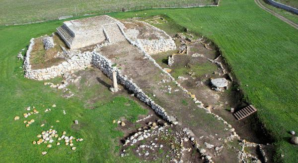 Monte-d-Accoddi-entre-as-construcoes-mais-antigas-do-mundo