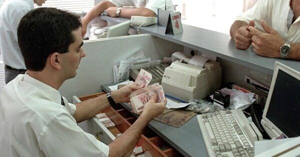 midia-indoor-wap-pagamento-agencia-bancaria-dinheiro-bancos-economia-icone-1329246278199_956x500