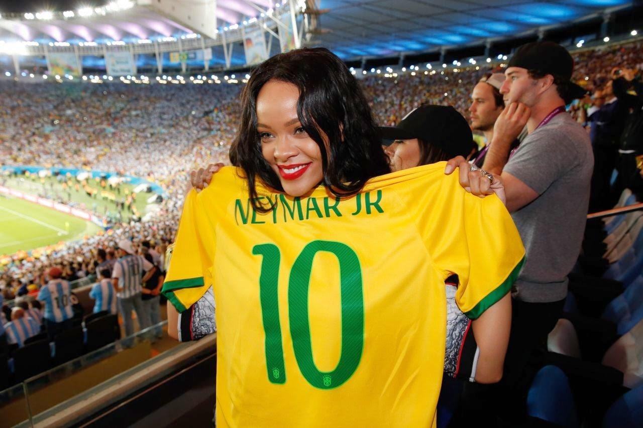 rihanna-2014-fifa-world-cup-final-at-maracana-stadium-rio-de-janeiro-03