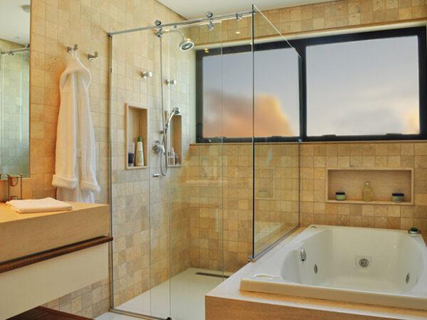 Banheiros-iluminados-e-ampliados-através-da-escolha-correta-do-Box_1
