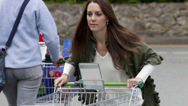 kate-fazendo-compras