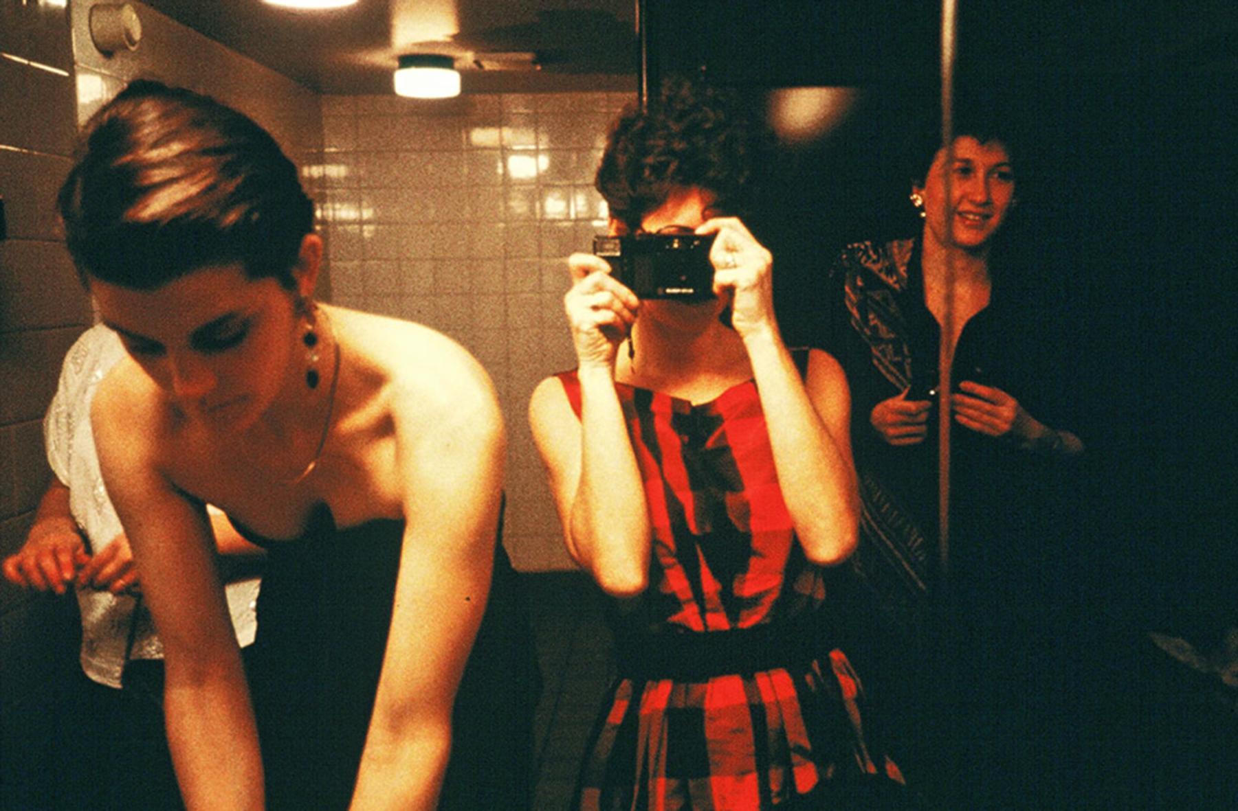 10 coisas que todo mundo faz no banheiro e que jamais deveria fazer
