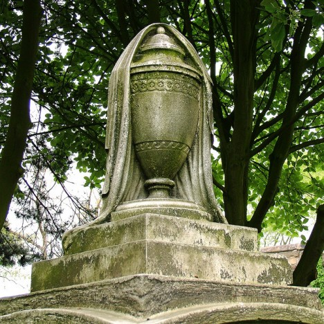 grave-symbolism-draped-urn-1-468x468