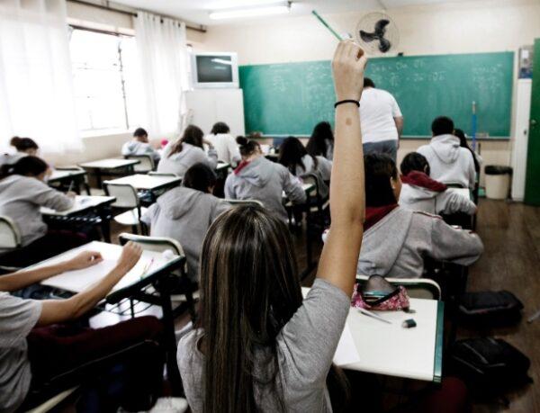 alunos-do-primeiro-ano-do-ensino-medio-em-aula-de-matematica-na-escola-estadual-professor-wolny-carvalho-ramos-1349716212436_615x470