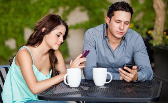 5 coisas que o seu amor esconde no celular sem você saber