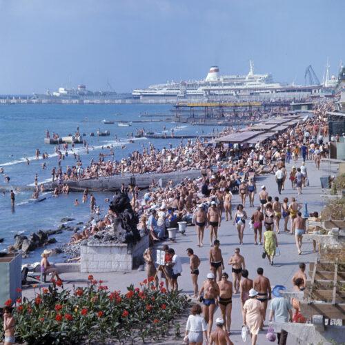 RIAN_archive_579736_Promenade_and_beach_in_Sochi