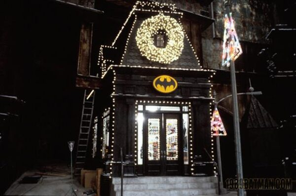 batman_returns_store