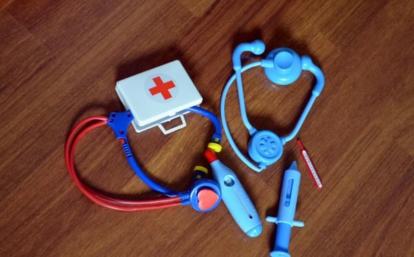 brincar-de-faz-de-conta-kit-medico