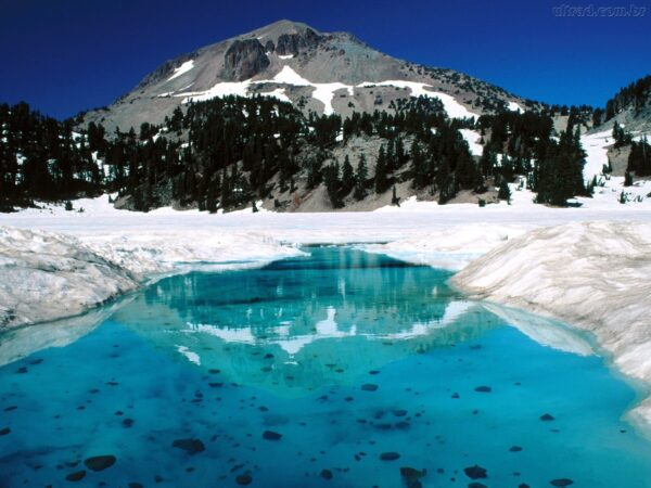 54690_Papel-de-Parede-O-Degelo-Parque-Nacional-Lassen-Volcanic-California_1600x1200
