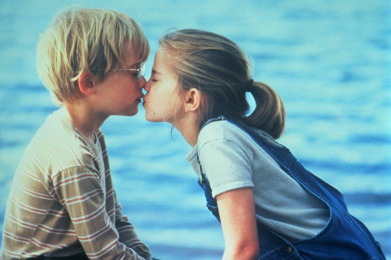Por que viramos a cabeça para a direita quando vamos beijar alguém?