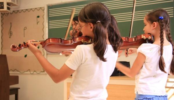 Musicoterapia_e_-aula_de_musica