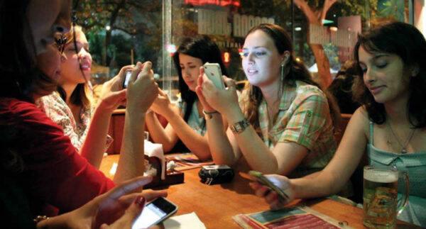 meninas-bar-celular