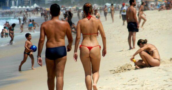 20out2013-movimentacao-de-banhistas-e-turistas-na-praia-de-ipanema-no-rio-de-janeiro-rj-neste-domingo-20-primeiro-dia-de-horario-de-verao-1382307910849_956x500