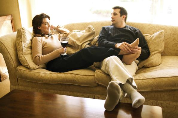 casal-tomando-vinho-materia-Ablestock_e_Keydisc