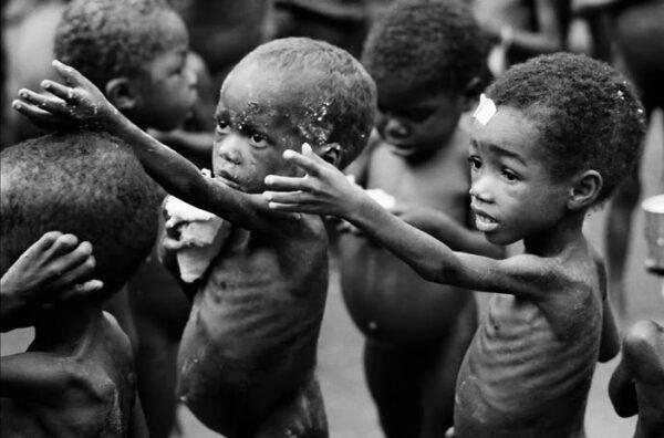 Resultado de imagem para fotos fome na africa