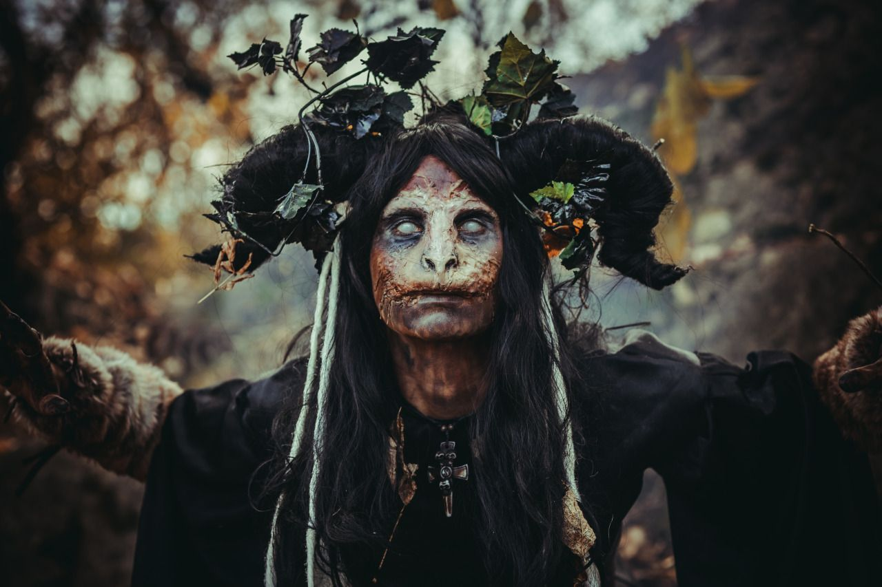 Tem Na Web - A história por trás da origem das bruxas