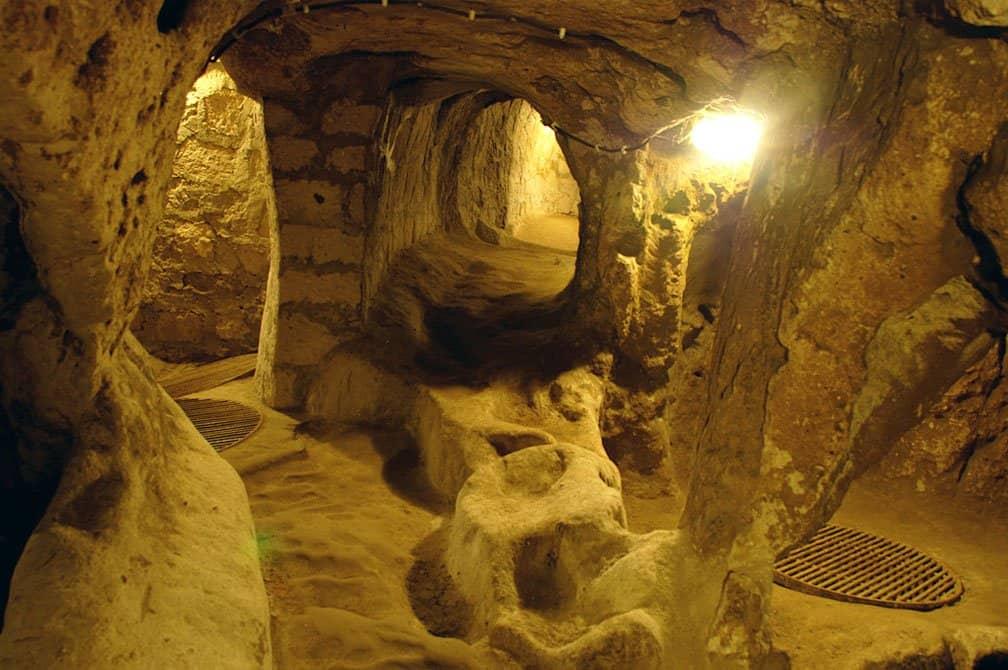 Tem Na Web - 7 histórias arrepiantes de supostas civilizações subterrâneas