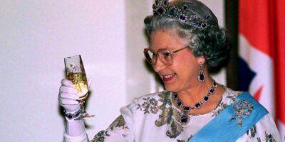 É verdade que a Rainha Elizabeth II é descendente de Maomé