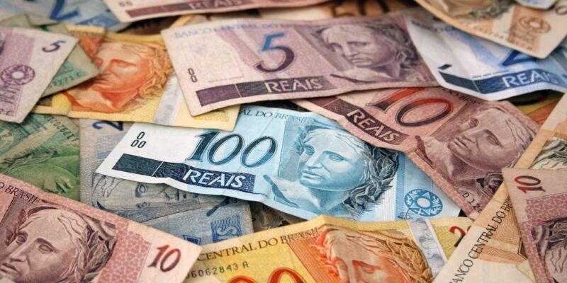 Como o real se tornou a moeda mais desvalorizada de 2020?