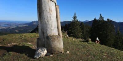 Monolito de madeira da Alemanha também desapareceu misteriosamente